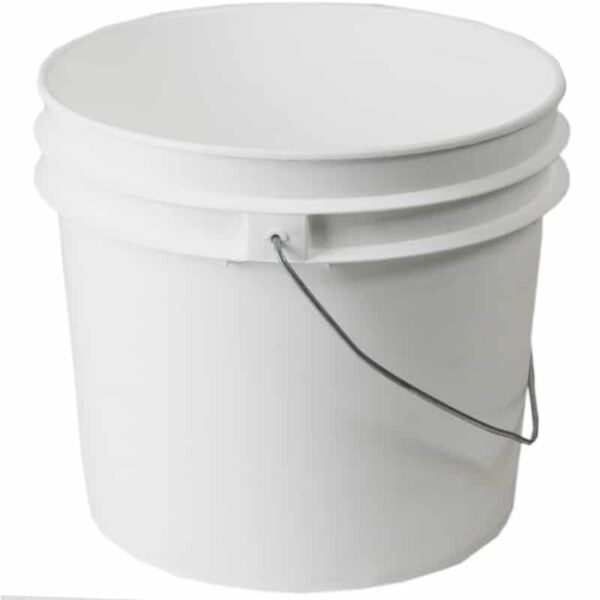 Plastic 3.5 gallon round bucket w/ wire bale handle with plastic roller grip