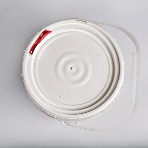 White plastic 0.6 gallon round bucket w/ plastic handle and screw top, lid with neoprene gasket