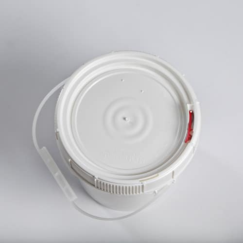 White plastic 1.25 gallon round bucket w/ plastic handle and screw top lid with neoprene gasket