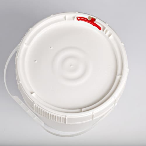 White plastic 3.5 gallon round bucket w/ plastic handle and screw top lid with neoprene gasket