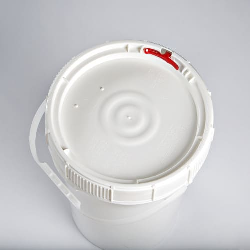 White plastic 6.5 gallon round bucket w/ plastic handle and screw top, lid with neoprene gasket