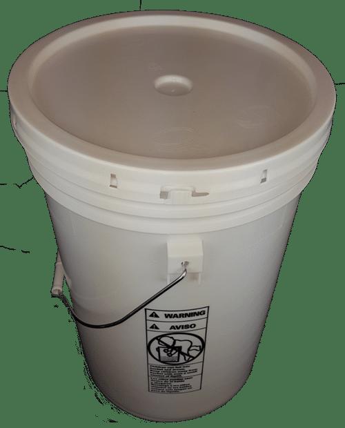 White plastic 6 gallon round bucket w/ plastic handle and grip & lid