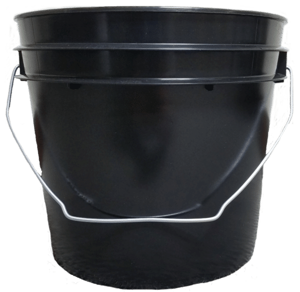 Black plastic 1 gallon round bucket with wire bale handle