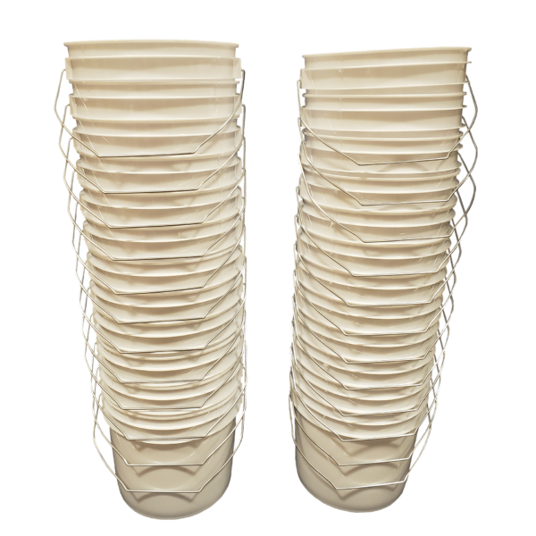 White plastic 1 gallon round bucket w/ wire bale handle